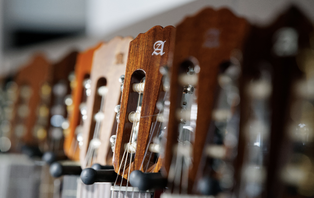 Gitarren verschiedenster Marken